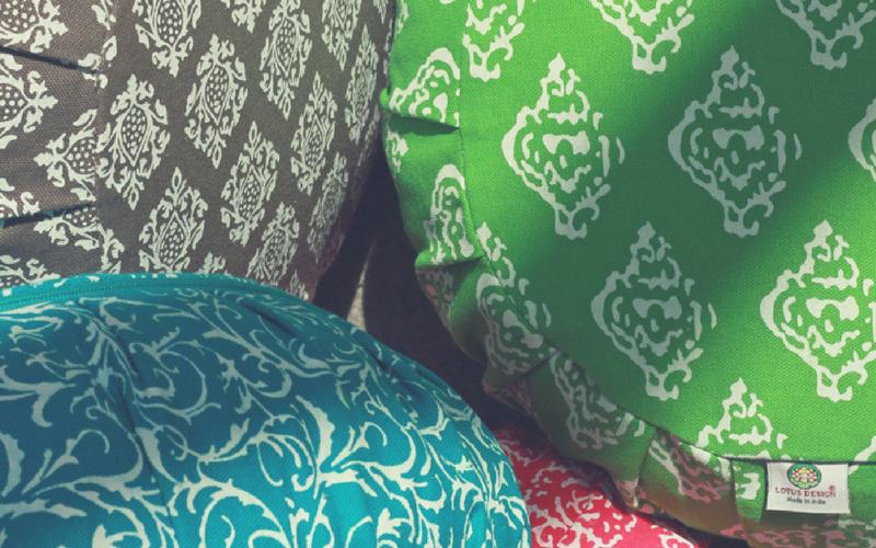 wof r brauche ich ein meditationskissen lotus design. Black Bedroom Furniture Sets. Home Design Ideas